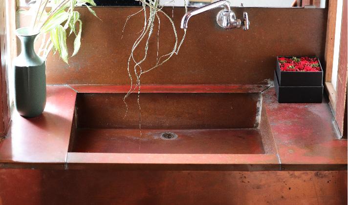 手洗い場(銅板):赤澤建築